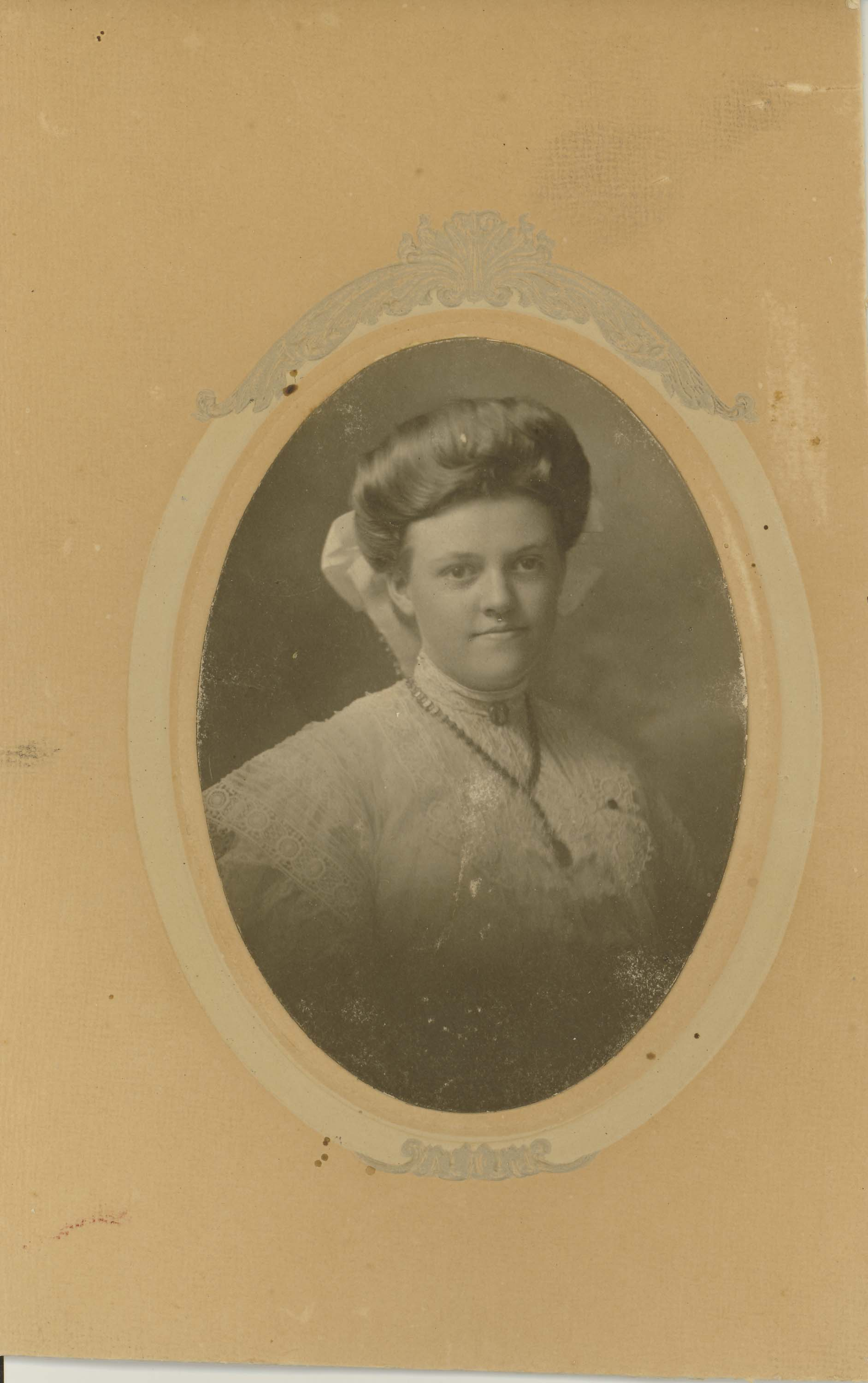 Photo-12-Oval-portrait-of-lady-hair-with-hair-bow