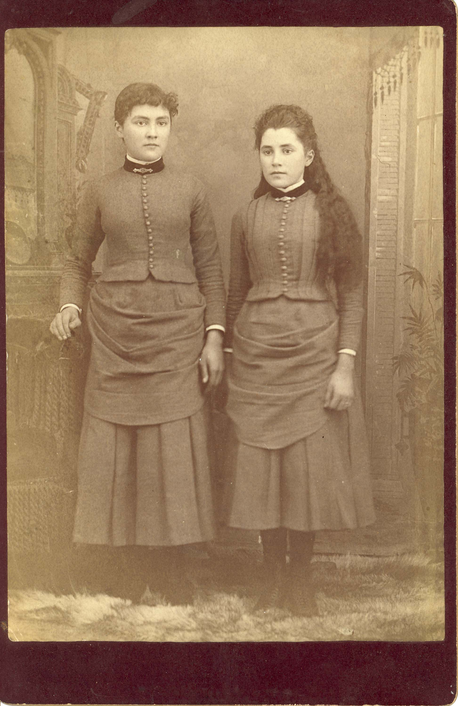 Photo-16-Two-young-ladies-identical-dress